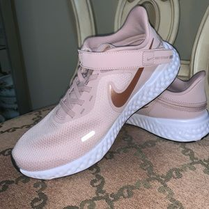 WOMENS NIKE SNEAKERS NEW MANY SIZES